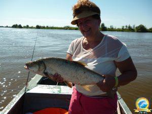Успешная рыбалка - счастливая женщина