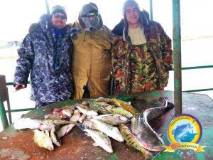 Первые наши рыбаки с уловом весной