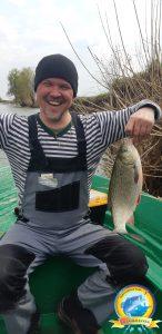 Рыбак рыбака видит издалека...